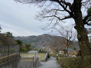 「箱根山、駕篭に乗る人かつぐ人、してまたその草鞋をつくる人」