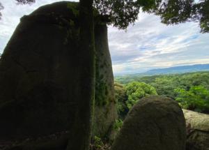 巨石巡礼・兵庫県淡路・イザナギ神宮から最寄りの石上(いわがみ)神社・神籠石(ひもろぎいし)